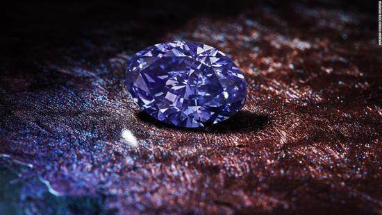 """""""钻石:稀有光辉""""展览中,一睹彩钻的芳容"""